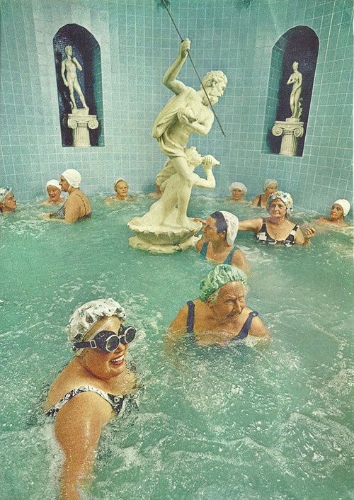 old-ladies-in-pool